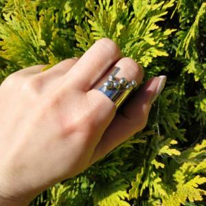 Srebrny pierścionek z kulkami