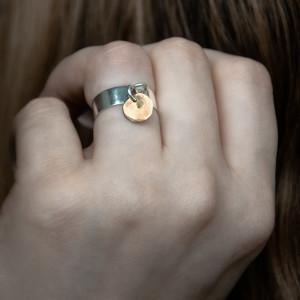 Srebrny pierścionek z mosiężną zawieszką