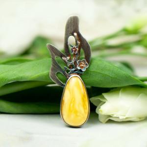 Srebrny wisior z opalem zdobiony kwiatami a577
