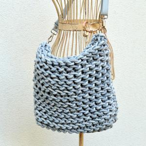 Stalowa torba z bardzo grubego sznurka
