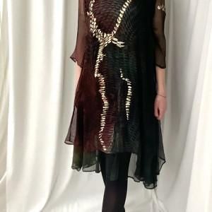 Sukienka z jedwabiu kreszowanego
