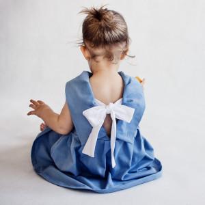 Sukienka z kokardą