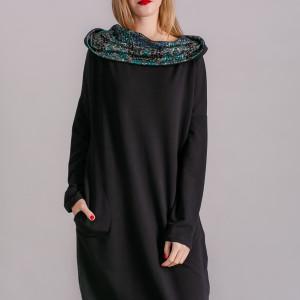 Sukienka z kominem oversize CZARNA Z WZOREM