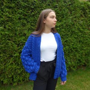 Sweter bąblowy chabrowy