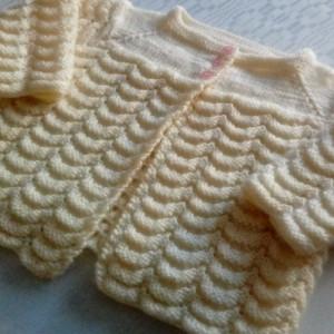 Sweterek kremowy na drutach