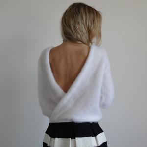 Sweterek z dekoltem w kolorze białym  /XS - XL/