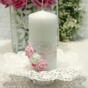 Świeca dekoracyjna z serduszkami
