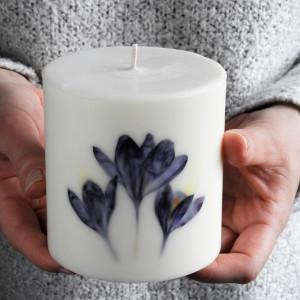 Świeca sojowa KARiTEe z kwiatami-700g