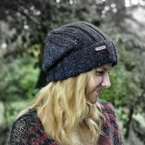 szara czapka melanż