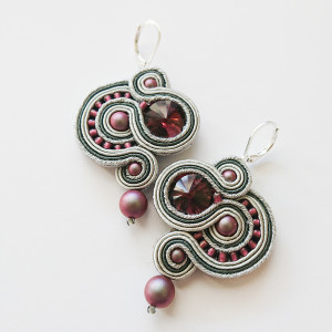 Szaro-burgundowe kolczyki z perłami Swarovski