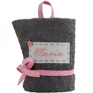 szary ręcznik z imieniem dla dziewczynki