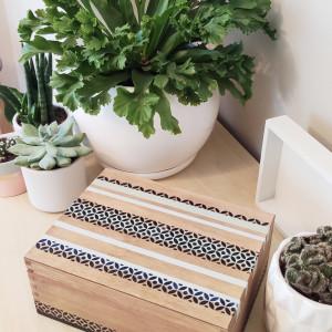 Szkatułka ręcznie zdobiona, z egzotycznym wzorem