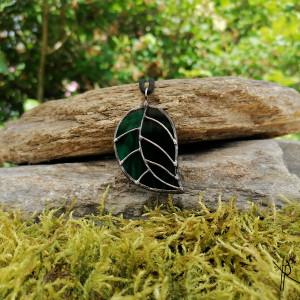 Szklana zawieszka liść (ciemno zielona) #5