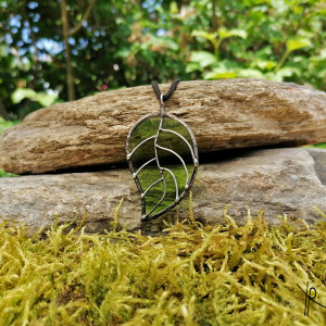 Szklana zawieszka liść (jasno zielona)