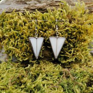 Szklane kolczyki trójkąty (białe)