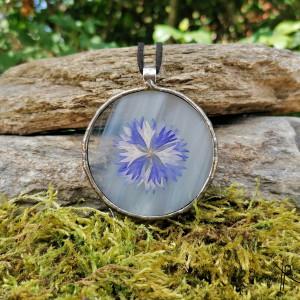 Szklany medalion koło z kwiatem chabru (biały) #5