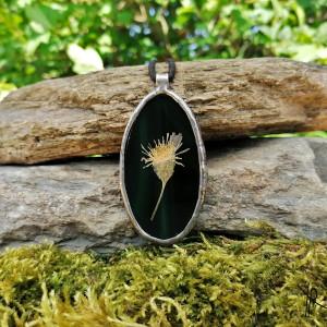 Szklany medalion z kwiatem jastrzębca (zielony)