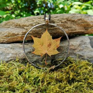 Szklany medalion z liściem klonu (bezbarwny) #1