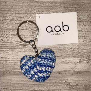 Szydełkowe serce - brelok do kluczy niebieski mela