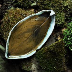 Talerz liść pod Palo Santo, Brązy, Zieleń Biel