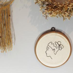 Tamborek na ścianę, haftowany - Kobieta