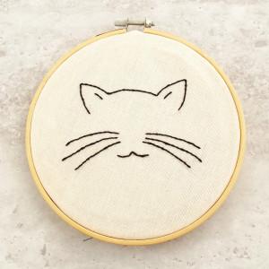 Tamborek na ścianę, haftowany - Kot