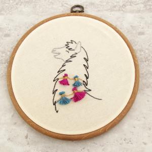 Tamborek na ścianę, haftowany - Lama