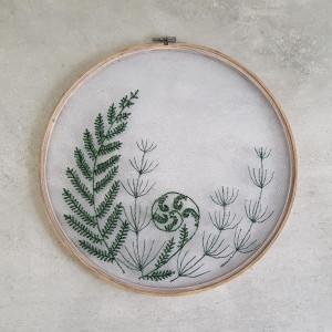 Tamborki, haft na tiulu- paproć i skrzyp polny