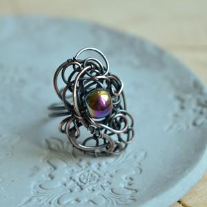 Tęczowe szkło - duży pierścionek z miedzi