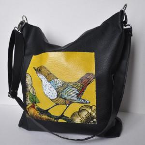 Torebka na ramię z ręcznie malowanym motywem pawia