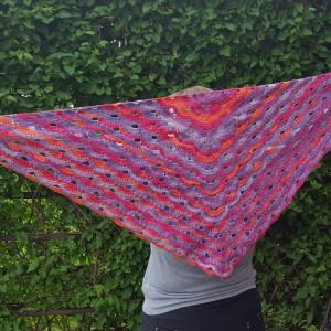 Trójkątna bawełniana chusta z odcieniem fioletu