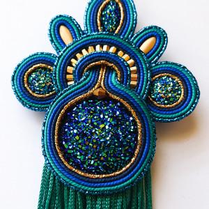 Turkusowo-niebieski wisior z żywicą