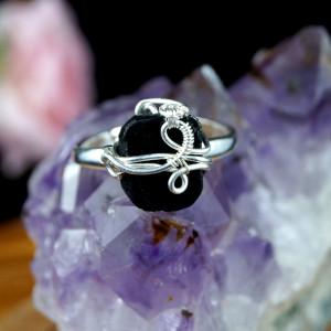 Turmalin, Srebrny pierścionek z turmalinem