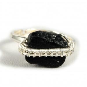 Turmalin, Srebrny pierścionek z turmalinem.