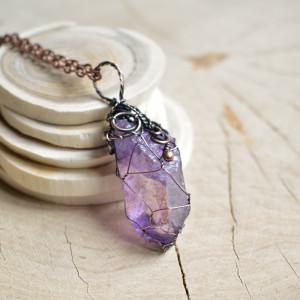 Violet net - naszyjnik z wisiorem na łańcuszku