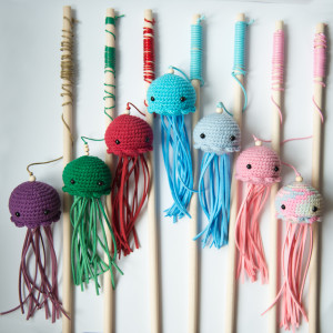 Wędka dla kota zabawka Meduza kolory