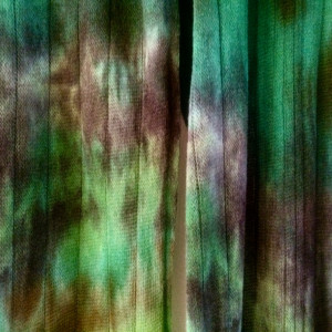 Wełniany szal malowany lasem