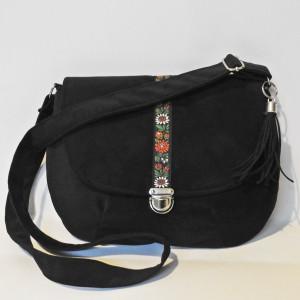 Welurowa torebka listonoszka z folkową krajką