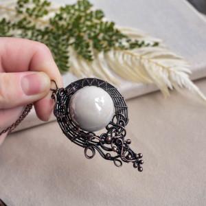 White - naszyjnik z dużym wisiorem z ceramiką