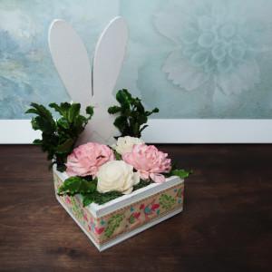 Wielkanocny zajączek kompozycja kwiatowa