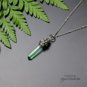 Wisiorek talizman zielony kryształ górski stal