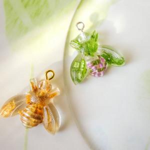 Wisiorek zawieszka pszczółka zielona