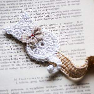 Zakładka do książki. Biały kot