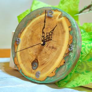 Zegar akacja z żywicą epoksydową C19