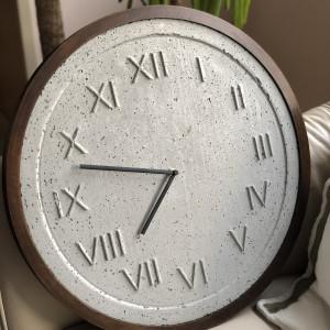 Zegar betonowy Roma Natural Szary Rama Ciemny Dąb