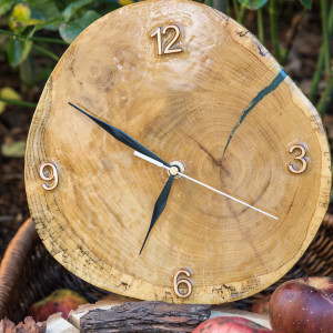 Zegar dąb pokryty żywicą epoksydową A05