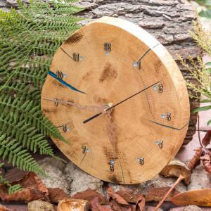 Zegar dębowy z żywicą epoksydową A06