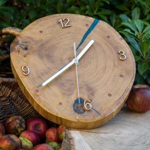 Zegar drewniany dąb pokryty żywicą epoksydową. A07