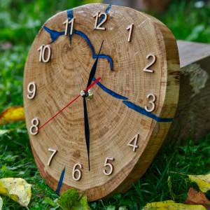 Zegar drewniany z żywicą epoksydową A01