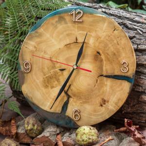 Zegar drewno czereśni z żywicą epoksydową A04